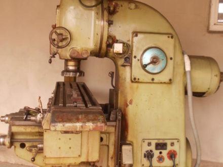 Frézka vertikální FA 4V, použitá